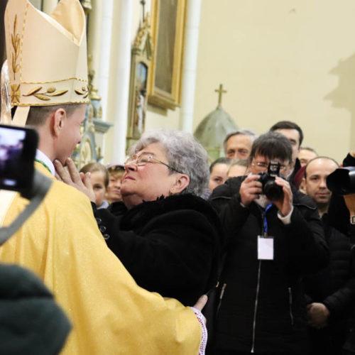 biskup razem z matką